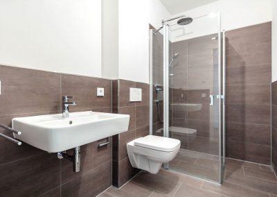 Duschkabine und Bad